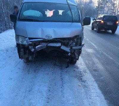 Два человека погибли в ДТП с микроавтобусом в Томской области (3)
