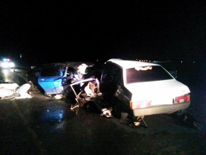 Два человека погибли при столкновении двух ВАЗов под Оренбургом (4)