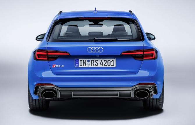 Audi RS 4 Avant зад