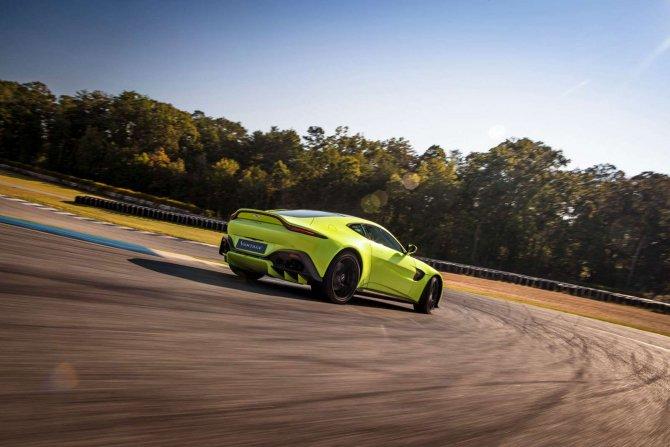 Aston Martin Vantage 2018 Track