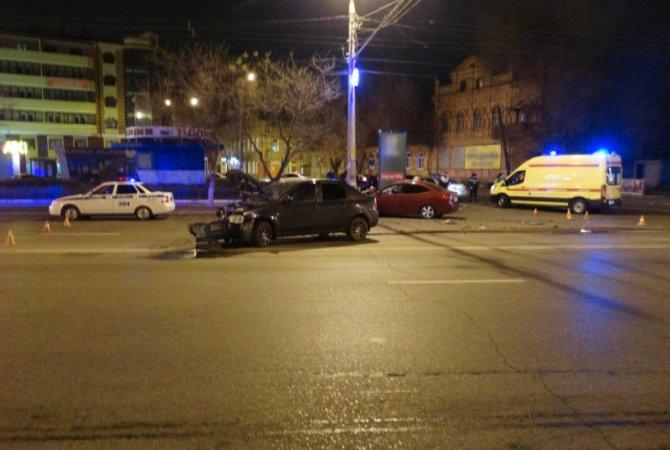 В ночном ДТП в Астрахани пострадали таксист с пассажиром (1)