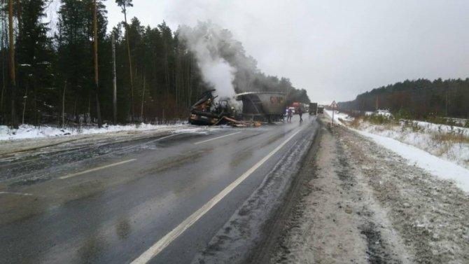 Отец и сын погибли в ДТП с двумя грузовиками на трассе «Тюмень - Ханты-Мансийск»