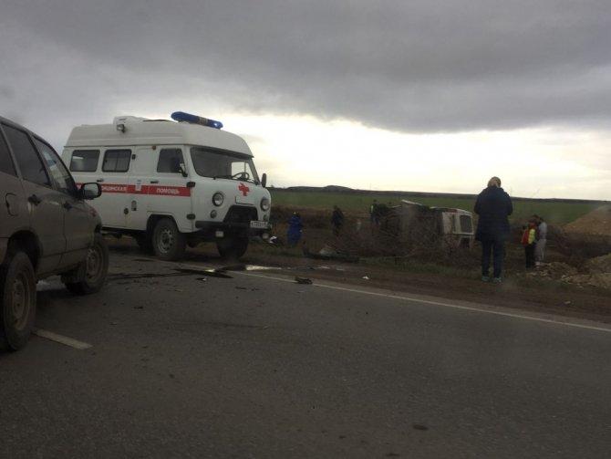 Два человека погибли в тройном ДТП под Симферополем (4)