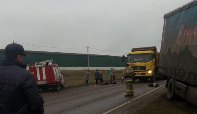 При столкновении мопеда и грузовика в Троснянском районе погиб человек