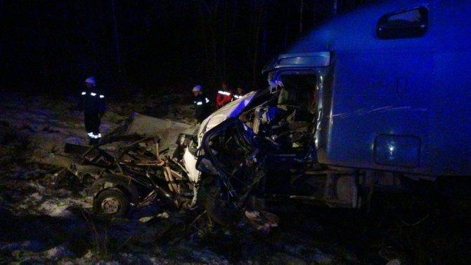 В ночном ДТП с грузовиками на Пермском тракте погибли три человека (1)
