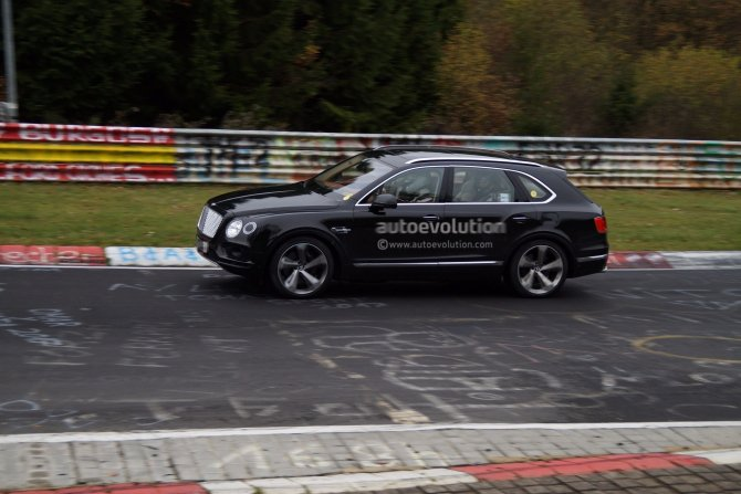 Салон гибридного Bentley Bentayga попал на фото (3)