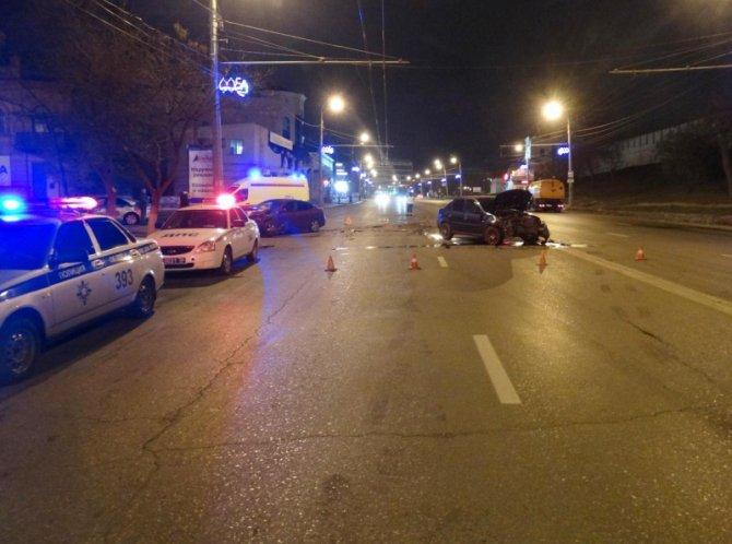 В ночном ДТП в Астрахани пострадали таксист с пассажиром (2)