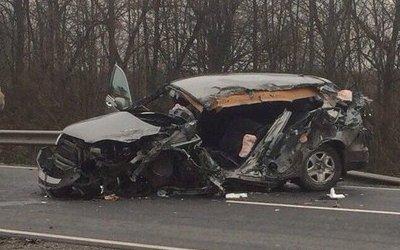 Под Черняховском Honda врезалась в фуру: погибла женщина