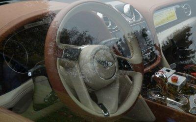 Салон гибридного Bentley Bentayga попал на фото