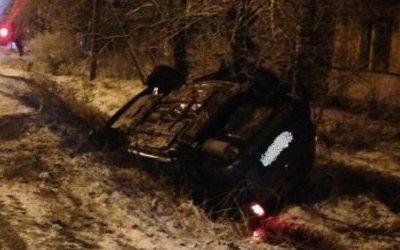 В Вельске автомобиль врезался в дерево – погибла женщина-водитель