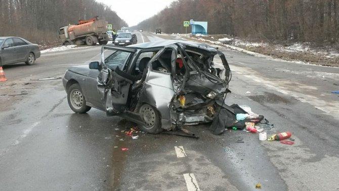 Три человека, включая ребенка, пострадали в ДТП на трассе Липецк-Усмань в Грязинском районе (2)