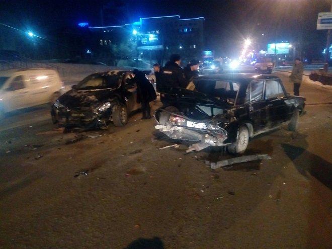 Пьяный водитель спровоцировал массовое ДТП в Барнауле (2)