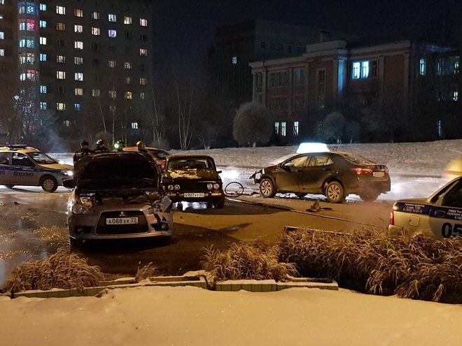 Пьяный водитель спровоцировал массовое ДТП в Барнауле (1)