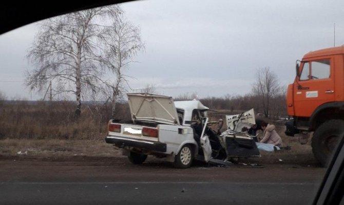 Под Оренбургом в ДТП с КамАЗом погиб человек