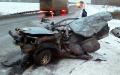 «Ладу» разорвало на части в ДТП в Топкинском районе – водитель погиб