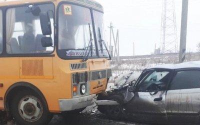 Три человека пострадали в ДТП со школьным автобусом в Чувашии