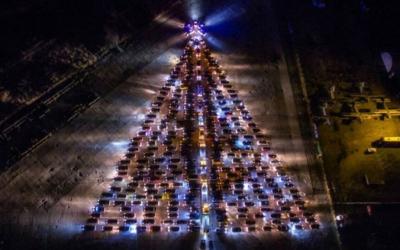 Калининградцы показали ёлку с гирляндами из пожарных машин и звездой из машин ГИБДД