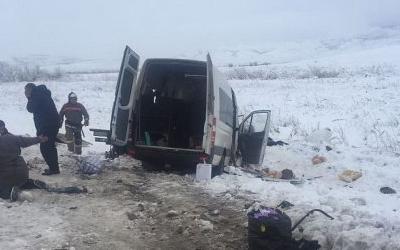 Два человека погибли в ДТП с микроавтобусом и «Газелью» под Невинномысском