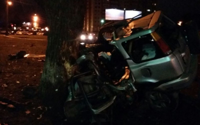 В Пскове иномарка врезалась в дерево – погибли три молодых человека