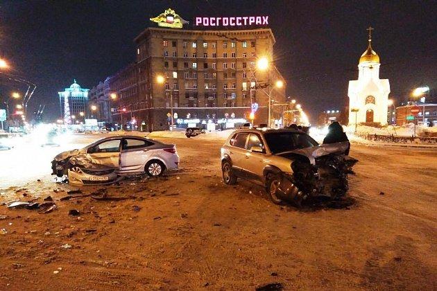 В Новосибирске в ДТП с двумя Hyundai пострадал водитель (2)