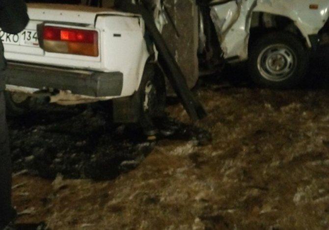 В Волгограде два 19-летних парня погибли в машине с одним зимним колесом (1)