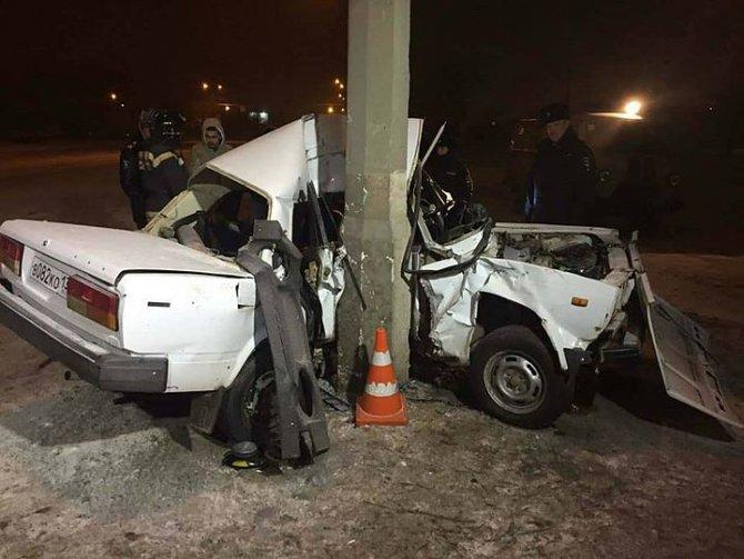 В Волгограде два 19-летних парня погибли в машине с одним зимним колесом (2)