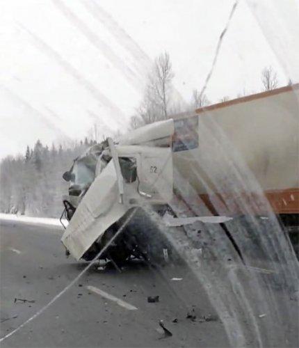 В ДТП с фурой на «Скандинавии» погиб человек (1)