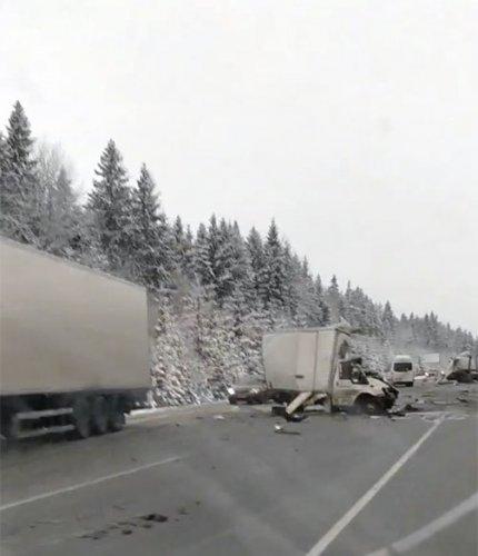 В ДТП с фурой на «Скандинавии» погиб человек (2)