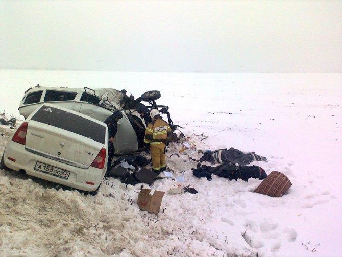 Два человека погибли в ДТП с полицейской машиной в Орловской области (3)