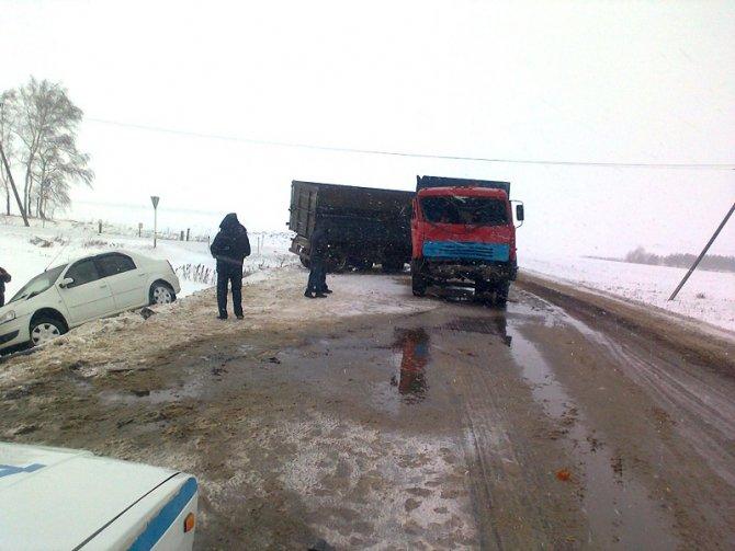 Два человека погибли в ДТП с полицейской машиной в Орловской области (4)