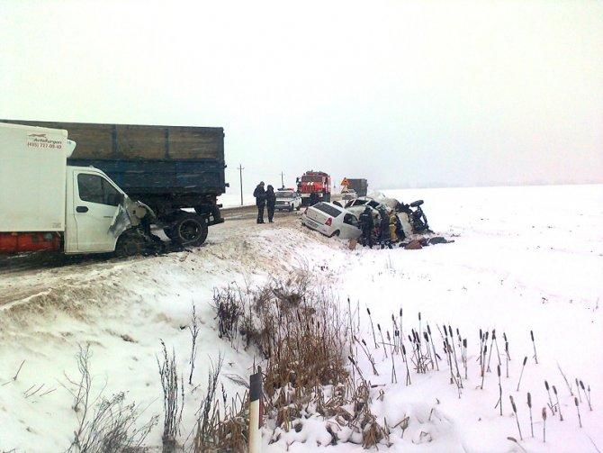 Два человека погибли в ДТП с полицейской машиной в Орловской области (1)