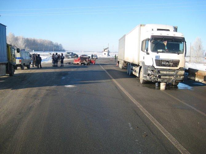 Женщина погибла в ДТП с грузовиком на Тюменском тракте (1)