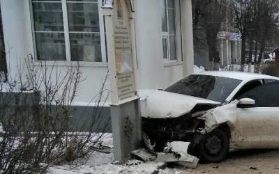 В Иванове автомобиль после ДТП сбил двух пешеходов и чуть не врезался в храм