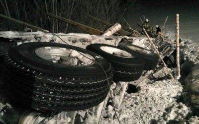 На трассе Томск – Мариинск опрокинулся КамАЗ – водитель погиб