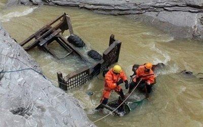В Адыгее грузовик после ДТП упал в каньон реки – двое погибших