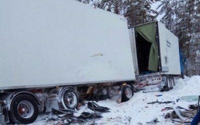Два человека погибли  ДТП с грузовиком в Якутии