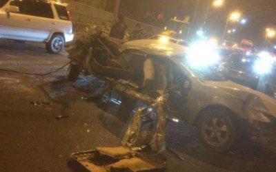 Toyota Chaser  врезался в трактор во Владивостоке – погиб пассажир