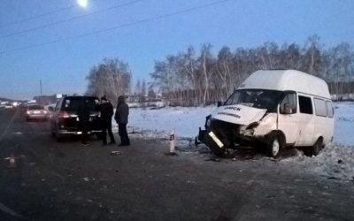 Шесть человек пострадали в ДТП с маршруткой в Омске