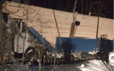 В Башкирии водителя КамАЗа убило собственным грузом