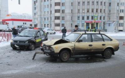 Пассажир такси пострадал в ДТП в Ярославле