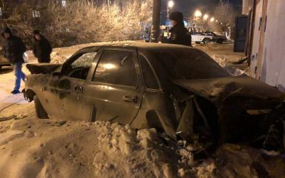 В Омске автомобиль насмерть сбил молодого человека и ребенка