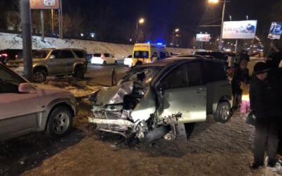 Во Владивостоке в массовом ДТП погибла девушка