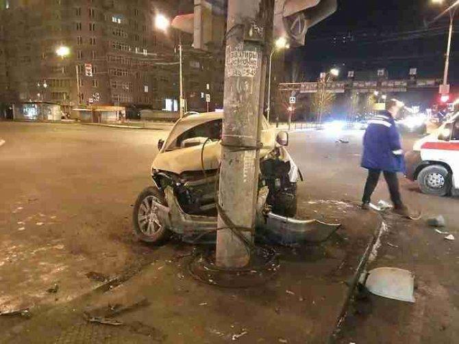 Два человека пострадали в ночном ДТП в Екатеринбурге (2)