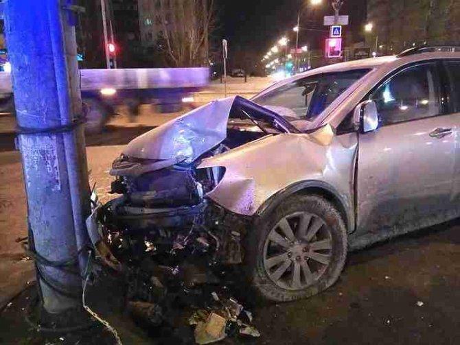 Два человека пострадали в ночном ДТП в Екатеринбурге (3)