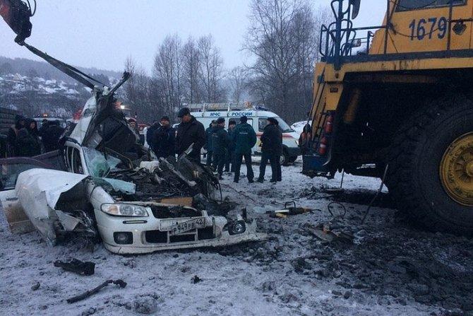 Два человека погибли в ДТП с БелАЗом в Новокузнецке
