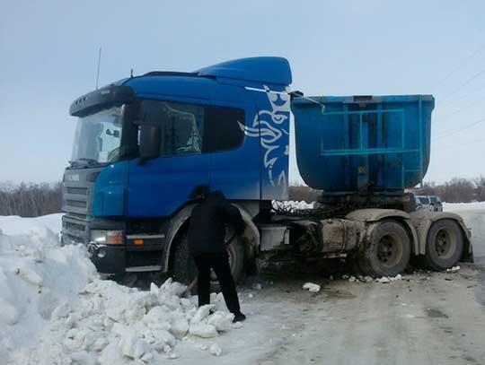 В Вольске в ДТП с грузовиком пострадал водитель легковушки (2)