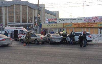 Женщина на иномарке протаранила пять автомобилей в Омске