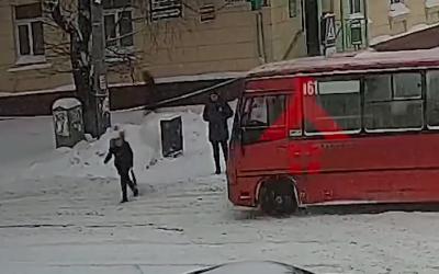 В Ярославле маршрутка сбила девушку