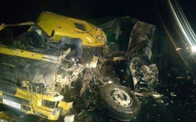 В Крыму в ДТП с двумя фурами погибли оба водителя
