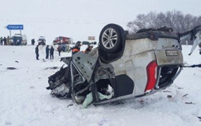 Смертельное ДТП под Липецком: одна из машин опрокинулась на крышу
